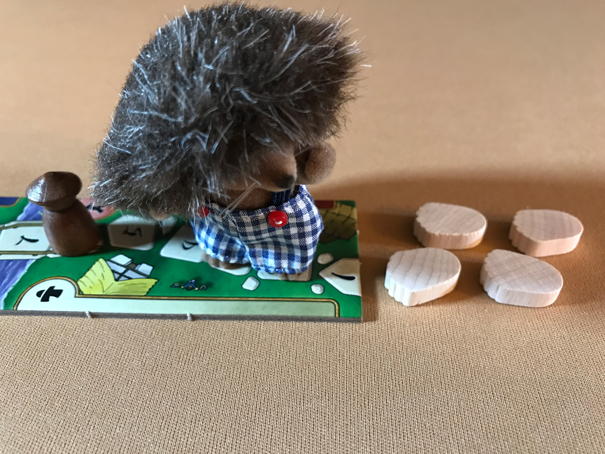 At the Gates of Loyang with a Clever Hedgehog Family